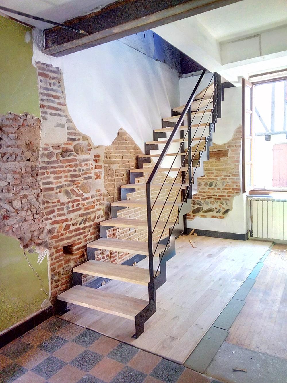Escalier quart-tournant double limon crémaillère style industriel Tournefeuille