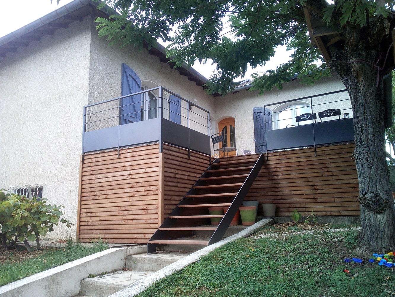 Escalier métallique droit extérieur