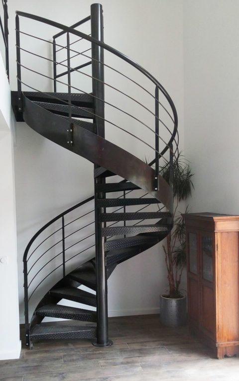 Escalier hélicoïdal en acier brut
