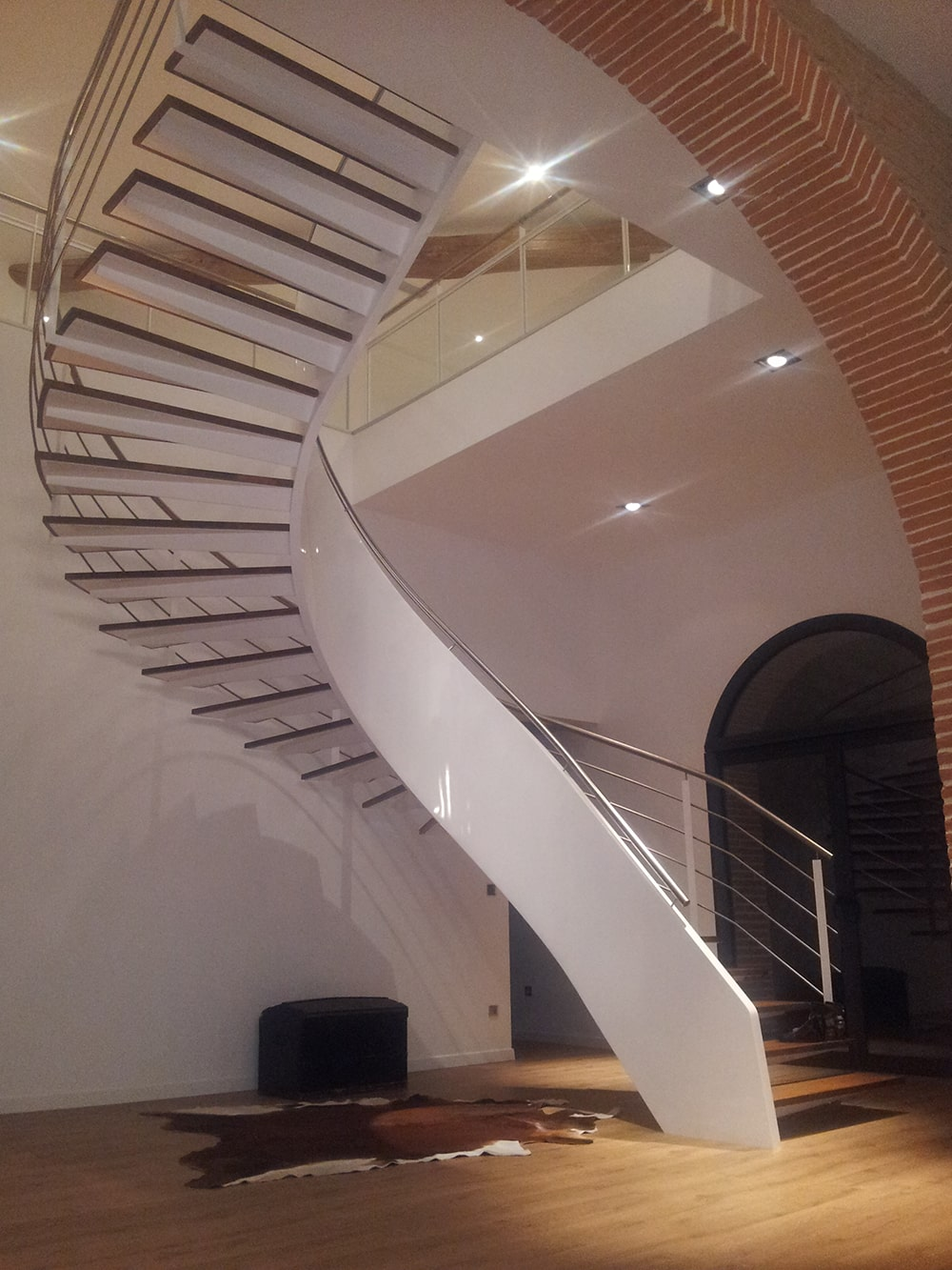 Escalier métal et bois à limon central