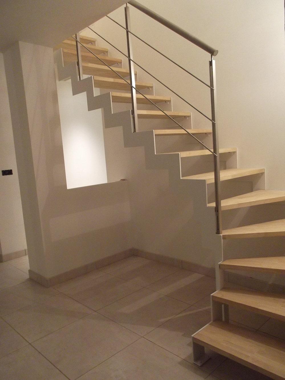 Escalier quart tournant avec garde-corps en inox