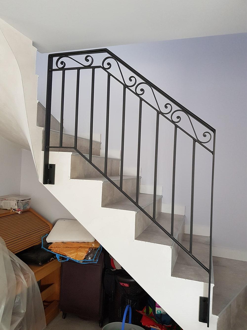 Garde-corps sur escalier rampant
