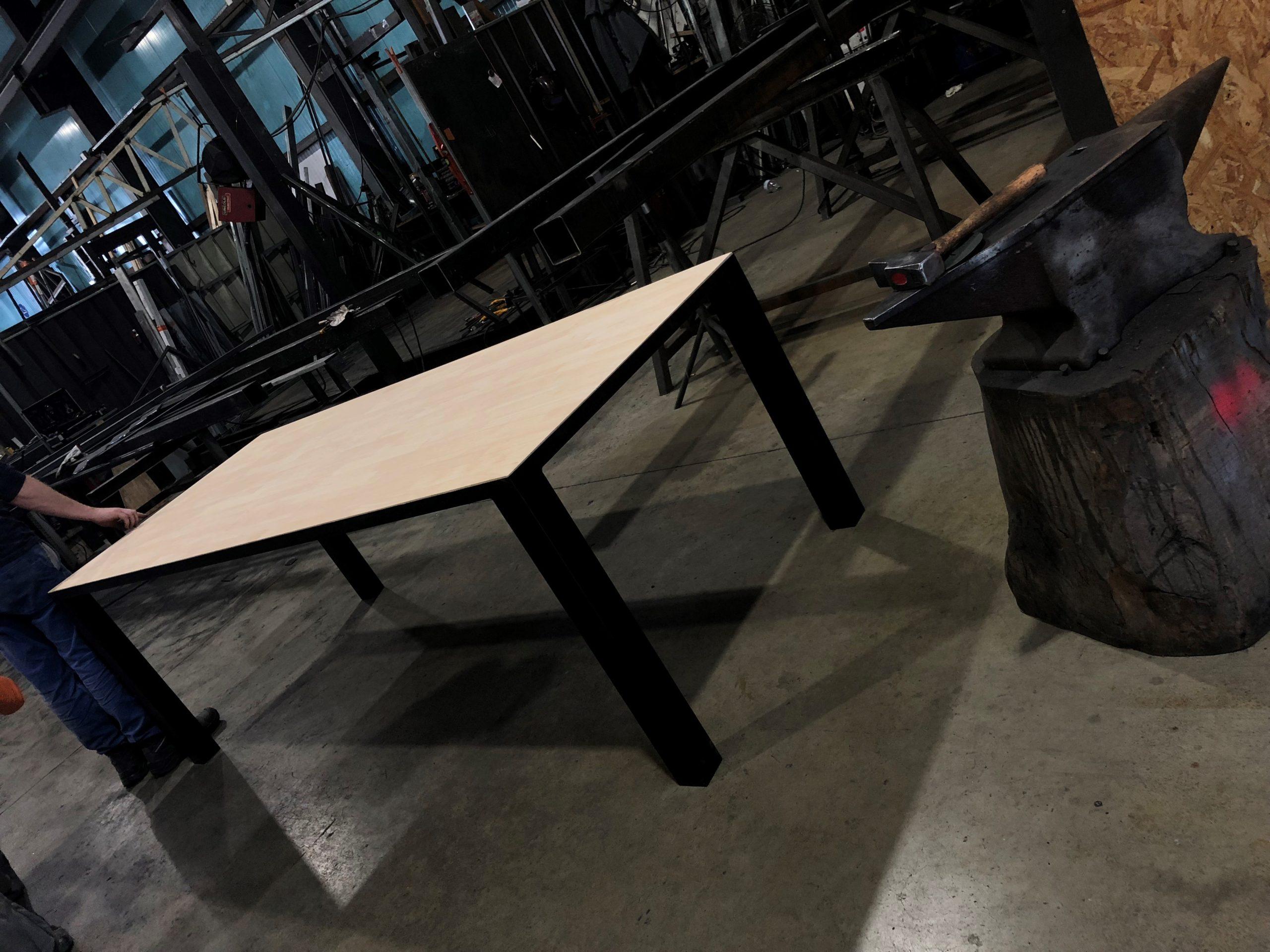 fer et tendance ferronnerie sur mesure table ossature acier toulouse