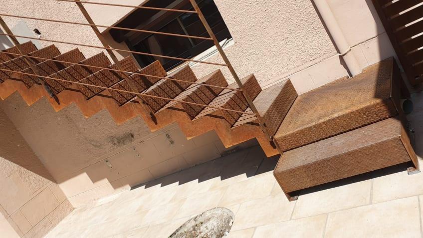 escalier-en-acier-brut-fer-et-tendance-toulouse-1