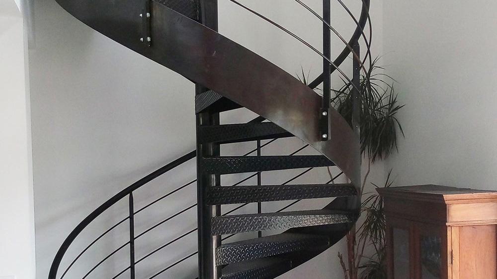 fer-et-tendance-escalier-helicoidal-escalier en fer