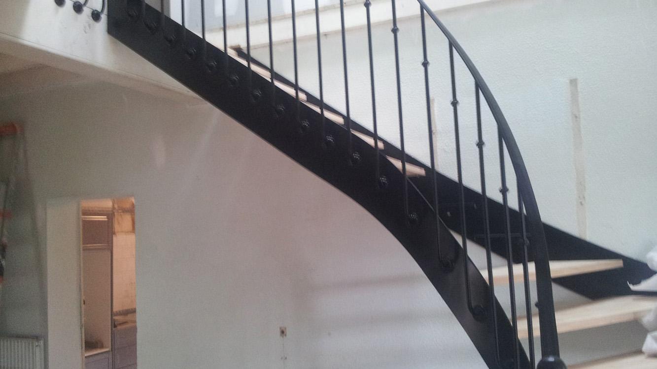 Escalier limon noir à Toulouse