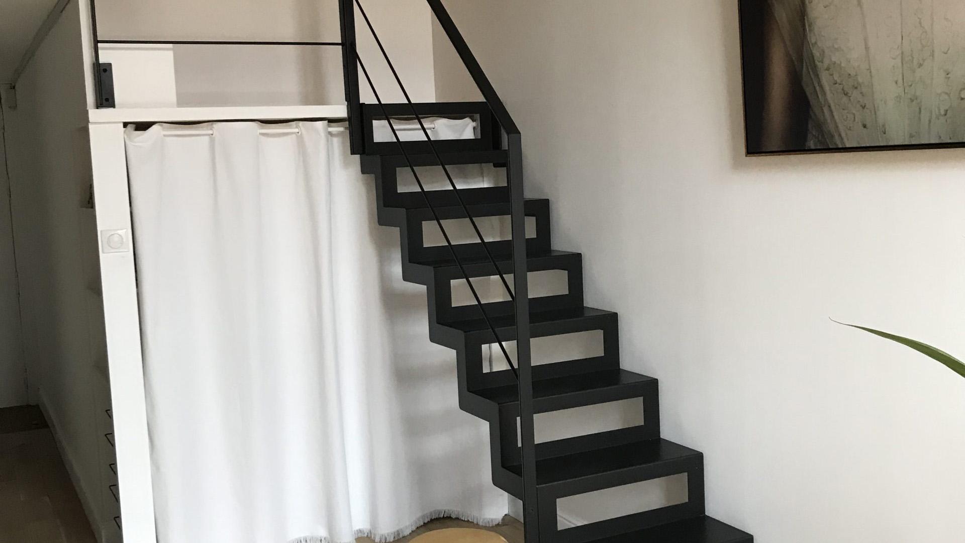 Escalier double limon crée par fer et tendance
