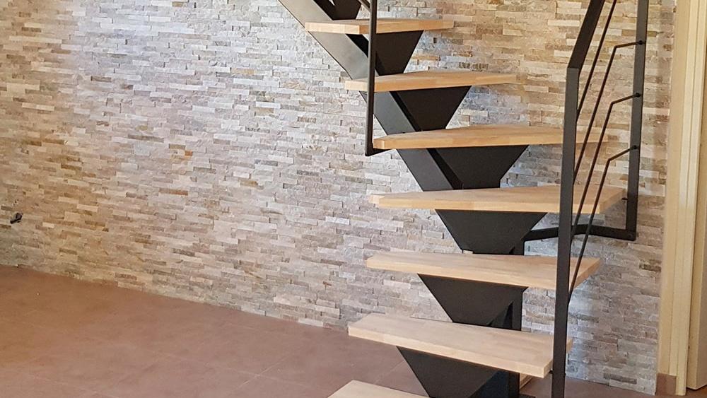 fer-et-tendance-limon-central-quart-tournant choisi un escalier métal et bois